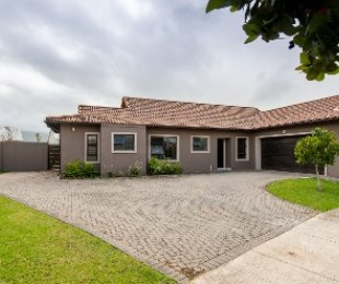 R 3,149,000 - 4 Bed Property For Sale in Heather Park