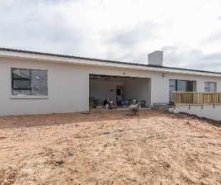 R 2,100,000 - 3 Bed House For Sale in Dana Bay