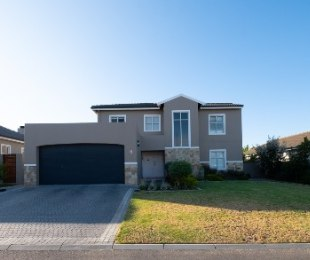 R 3,999,999 - 4 Bed House For Sale in Durbanville