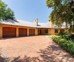 R 2,780,000 - 3 Bed Home For Sale in Silver Lakes Golf Estate