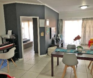 R 1,280,000 - 2 Bed Property For Sale in Greenstone Hill