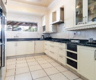 R 650,000 - 3 Bed House For Sale in Windsor West