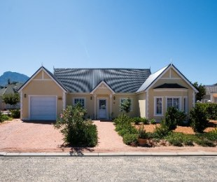R 1,950,000 - 3 Bed Property For Sale in Robertson
