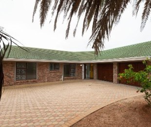 R 1,980,000 - 3 Bed House For Sale in Hartenbos Heuwels