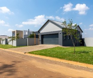 R 2,945,000 - 3 Bed House For Sale in Midstream Estate