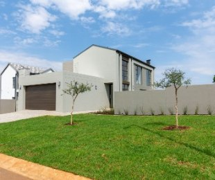 R 2,790,000 - 3 Bed Property For Sale in Midstream Estate