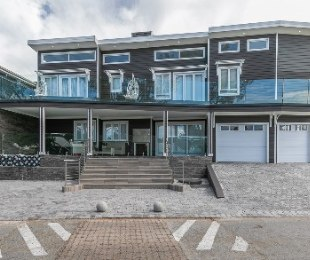 R 5,500,000 - 5 Bed House For Sale in Hartenbos