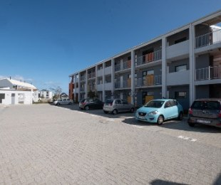 R 1,480,000 - 2 Bed Apartment For Sale in Burgundy Estate