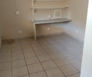 R 1,700 - 1 Bed Flat To Rent in Lyndhurst