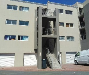 R 10,000 - 2 Bed Apartment To Rent in West Beach