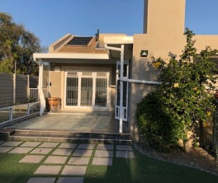 R 18,000 - 4 Bed House To Rent in Bothasig