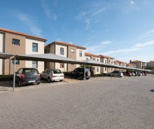 R 1,198,000 - 2 Bed Apartment For Sale in Burgundy Estate