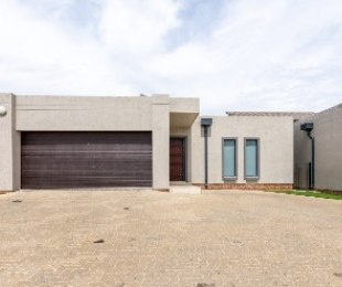 R 2,400,000 - 4 Bed Flat For Sale in Midrand