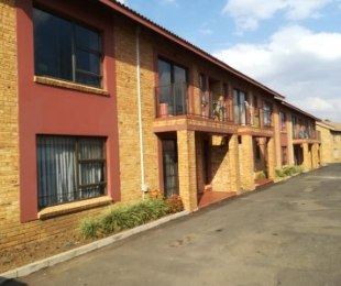 R 745,000 - 2 Bed Flat For Sale in Brackendowns