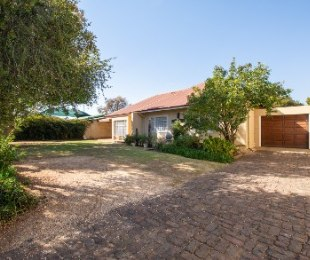 R 1,520,000 - 3 Bed House For Sale in Heidelberg