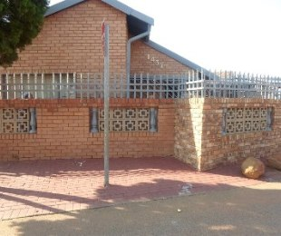R 750,000 - 3 Bed Home For Sale in Soshanguve