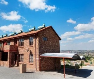 R 650,000 - 2 Bed Apartment For Sale in Danville