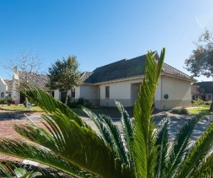 R 2,200,000 - 3 Bed Property For Sale in Blue Mountain Village