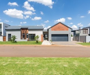 R 3,090,000 - 4 Bed House For Sale in Midstream Estate