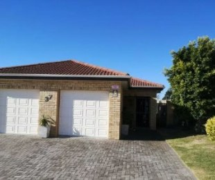 R 1,300,000 - 3 Bed House For Sale in Lorraine