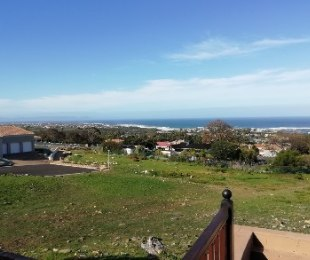 R 7,500 - 2 Bed Apartment To Rent in Onrusrivier