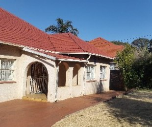 R 3,450,000 - 4 Bed Home For Sale in Observatory