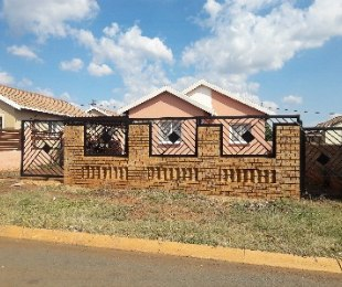 R 600,000 - 3 Bed Property For Sale in Rosslyn