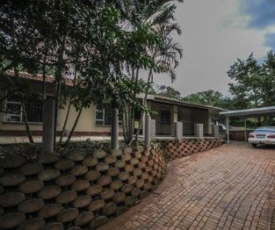 R 9,900 - 3 Bed Property To Rent in Queensburgh