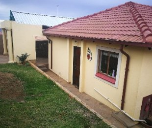 R 752,000 - 3 Bed House For Sale in Mahube Valley