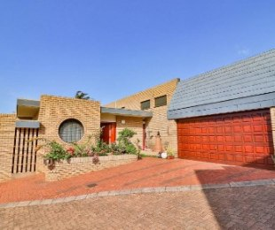 R 5,450,000 - 7 Bed House For Sale in Glenwood