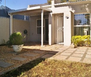 R 1,590,000 - 2 Bed Property For Sale in Plattekloof Glen
