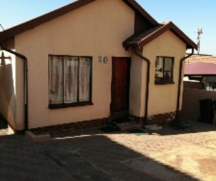 R 705,000 - 2 Bed House For Sale in Lotus Gardens