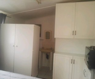 R 3,000 - 1 Bed Flat To Rent in Little Falls