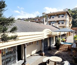 R 7,000,000 - 12 Bed Guest House For Sale in Amanzimtoti