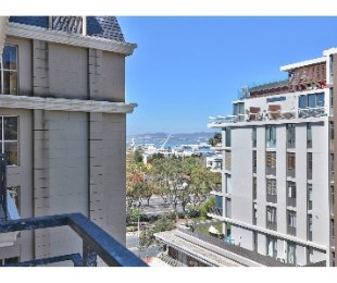 R 16,000 - 1 Bed Flat To Rent in Green Point