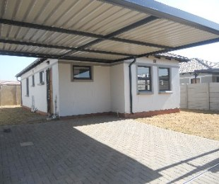 R 7,000 - 3 Bed House To Let in Andeon
