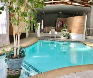 R 1,800,000 - 7.5 Bed House For Sale in Selection Park