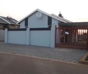 R 4,500 -  House To Rent in Rosslyn