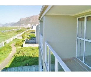 R 9,000 - 3 Bed Flat To Let in Muizenberg