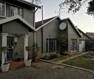 R 1,785,000 - 6 Bed Property For Sale in General Alberts Park