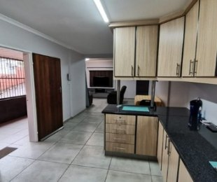 R 965,000 - 4 Bed Home For Sale in Newlands West
