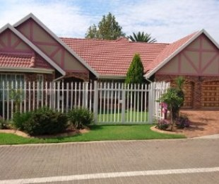R 2,250,000 - 4 Bed Property For Sale in Newmarket Park