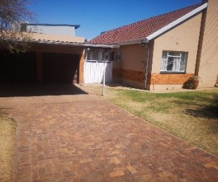 R 1,590,000 - 3 Bed House For Sale in Edenvale Central