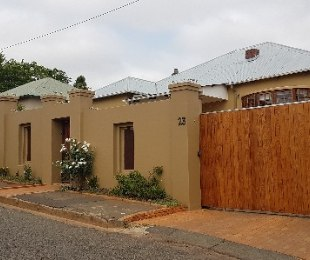 R 2,100,000 - 4 Bed Property For Sale in Kensington