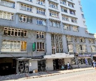 R 350,000 - 1 Bed Flat For Sale in South Beach