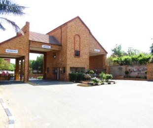 R 919,999 - 2 Bed Property For Sale in Sundowner
