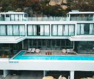 R 52,000,000 - 5 Bed Property For Sale in Llandudno