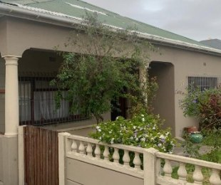 R 1,500,000 - 2 Bed Home For Sale in Parowvallei