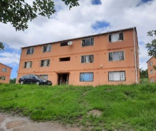 R 450,000 - 2 Bed Apartment For Sale in Newlands East