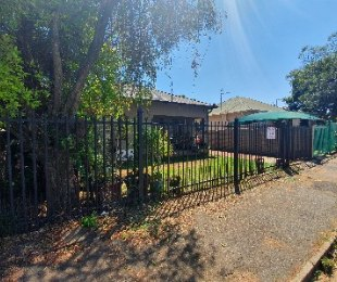 R 899,000 - 2 Bed House For Sale in Kensington